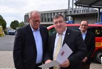 Übergabe Bewilligungsbescheid für Drehleiter durch Staatssekretär Mark Weinmeister_15