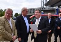 Übergabe Bewilligungsbescheid für Drehleiter durch Staatssekretär Mark Weinmeister_16
