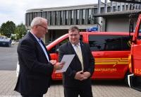 Übergabe Bewilligungsbescheid für Drehleiter durch Staatssekretär Mark Weinmeister_21