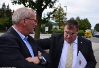 Übergabe Bewilligungsbescheid für Drehleiter durch Staatssekretär Mark Weinmeister_3